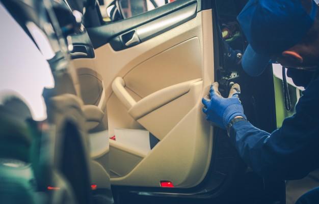 deblocare usi auto